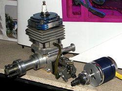 Бензиновый и электрический двигатели